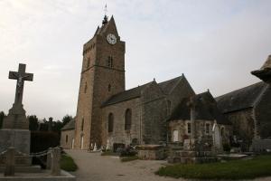 Vue du cimetière et du clocher de l'église de Saint-Germain-sur-AY